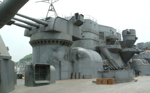 【京都から広島県へのチャーター便輸送】2005年公開「男たちの大和/YAMATO」の撮影で使われた、戦艦大和のセットの砲台輸送